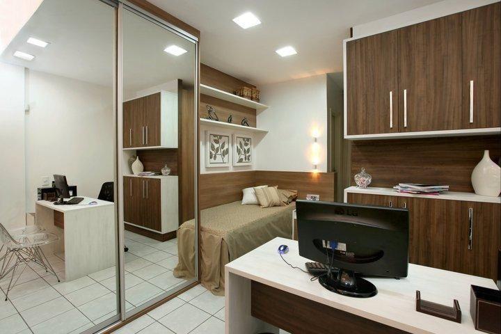 espelho para quarto - quarto com home office integrado