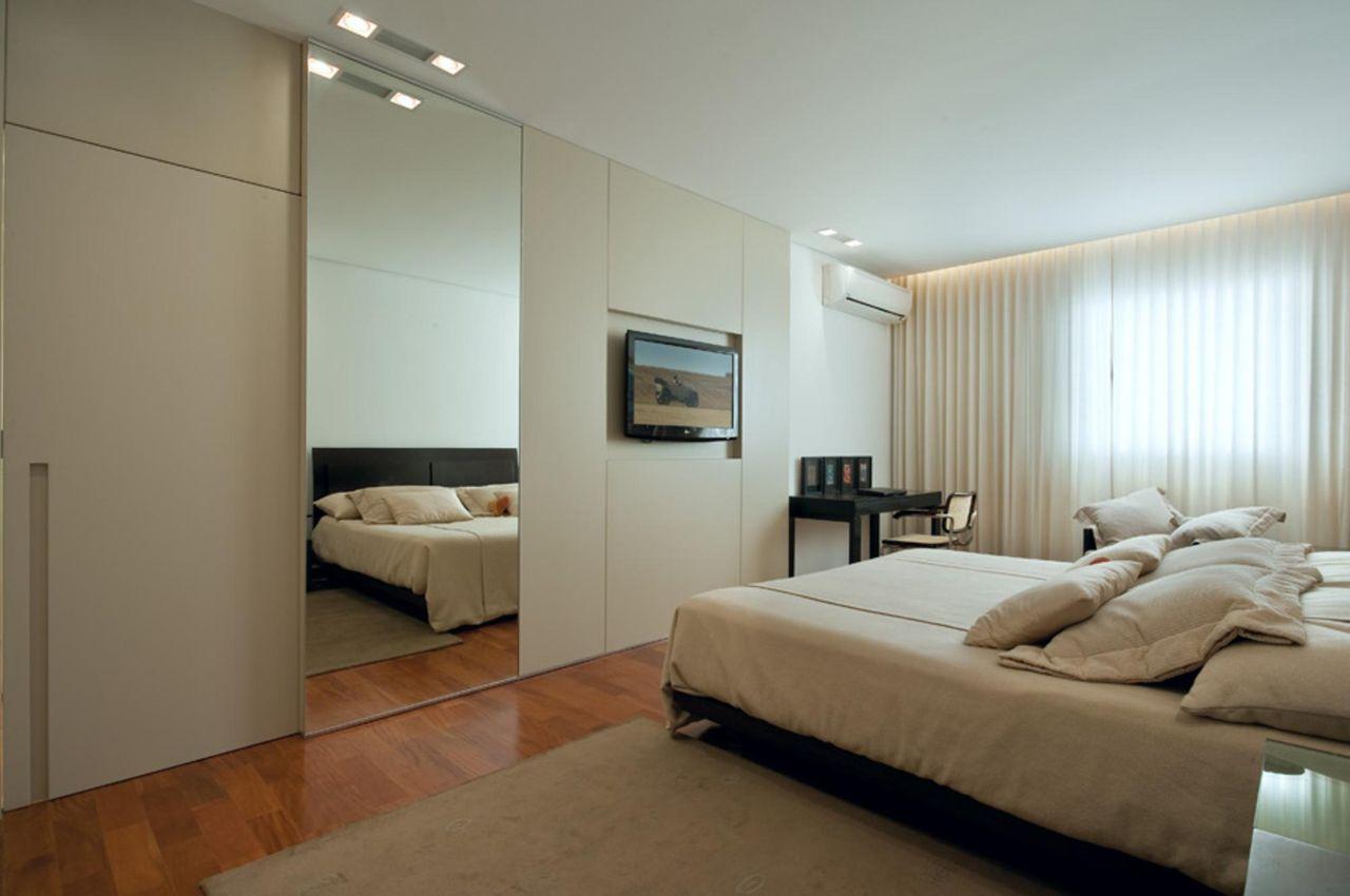 espelho para quarto - quarto com meia parede de espelho