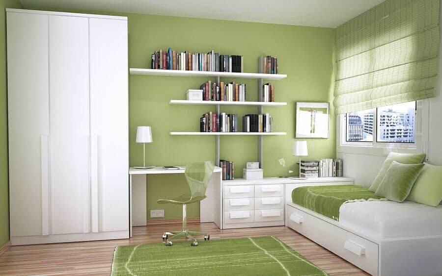 guarda roupa solteiro branco para quarto de solteiro decorado em verde e branco