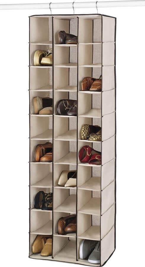 ideias de como organizar sapatos no guarda roupa