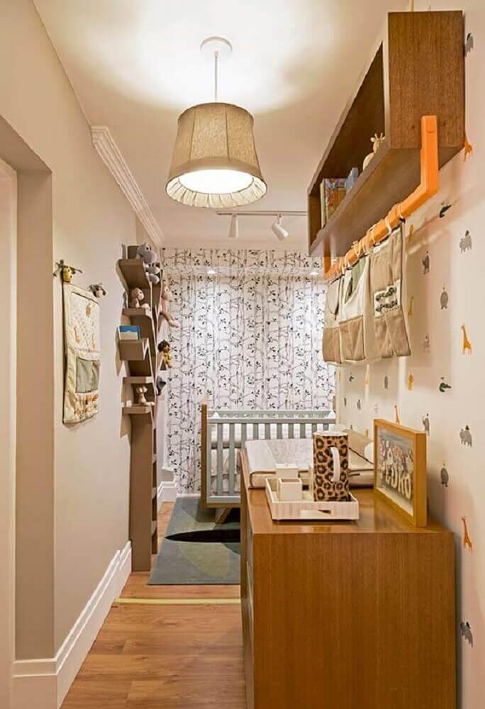 ideias para quarto de bebê pequeno decorado com papel de parede de bichinhos