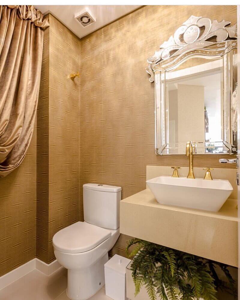lavabo na cor bege decorado com papel de parede