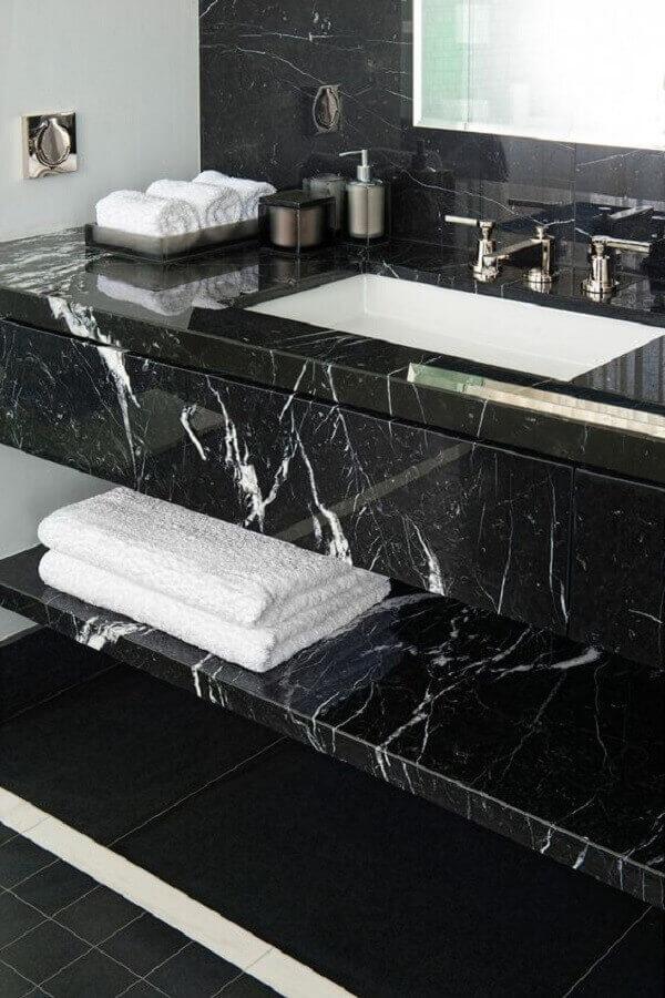 mármore preto para bancada de banheiro - Foto Kate Hume
