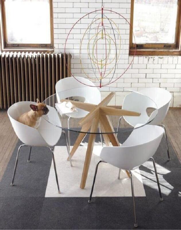 mesa redonda com tampo de vidro e base moderna de madeira  Foto Pinterest