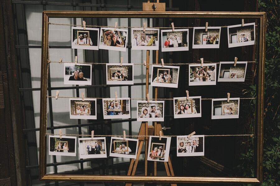 modelo de painel de fotos para decoração de casamento
