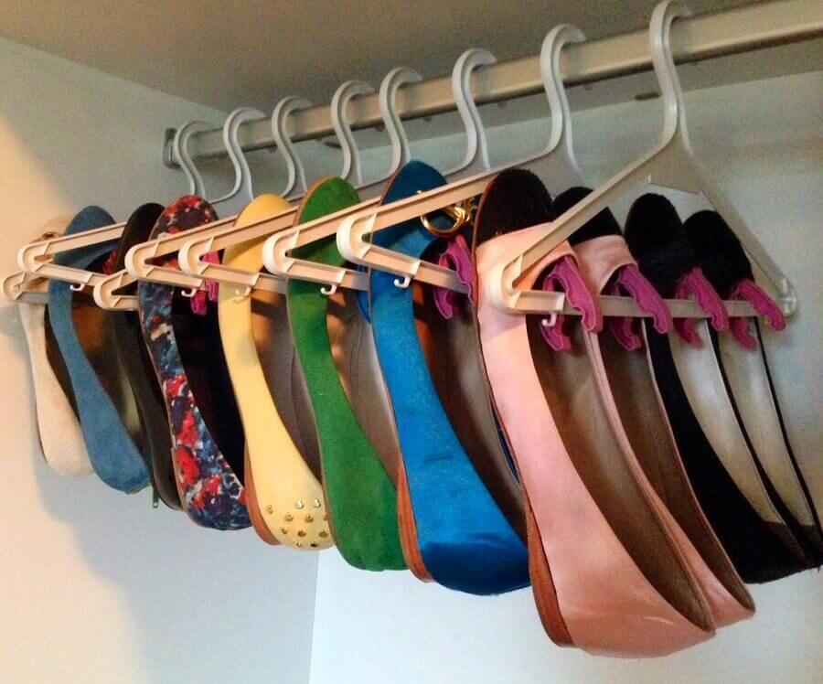 modelos de cabides para guardar sapatos no guarda roupa