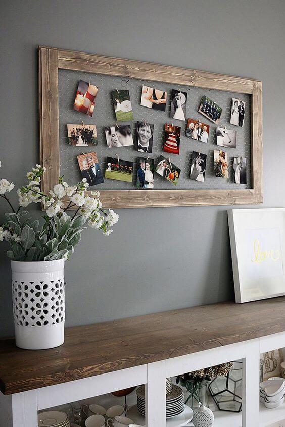 Mural de fotos para decorar a sala de estar