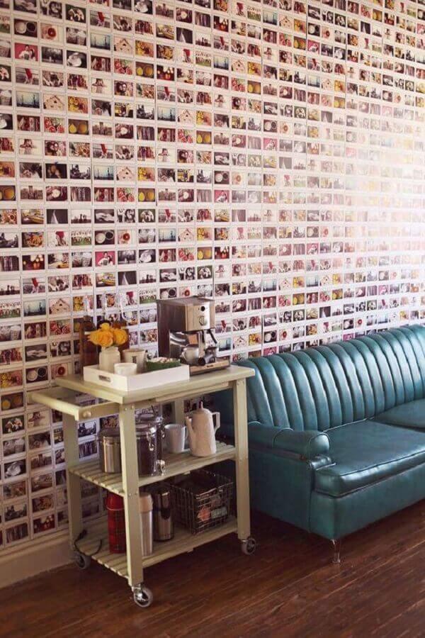 mural de fotos na parede da sala