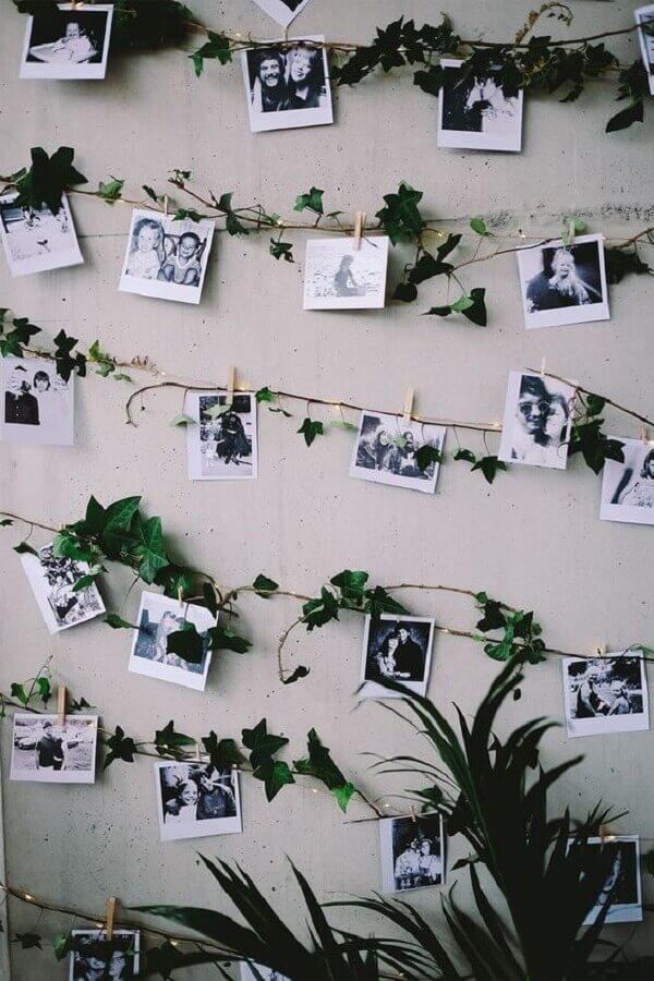 mural de fotos para parede com pisca pisca e ramos verdes