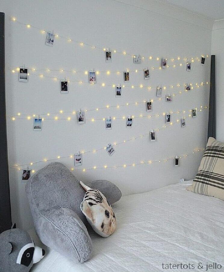 mural de fotos para quarto feito com fio de luzinha pisca pisca