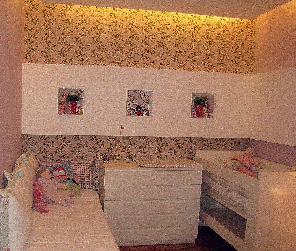 papel de parede florido para quarto de bebê simples e pequeno