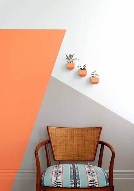 Paredes decoradas com laranja e cinza