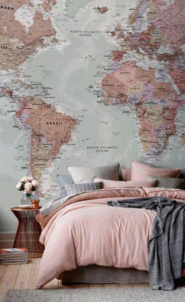 Paredes decoradas com mapa mundi