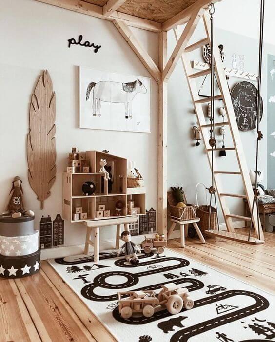 Paredes decoradas com móveis de madeira