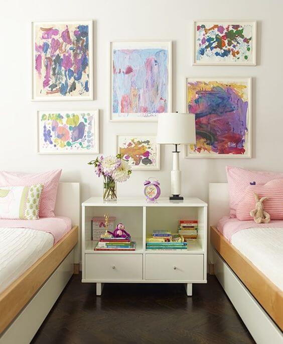 Paredes decoradas com quadros infantis