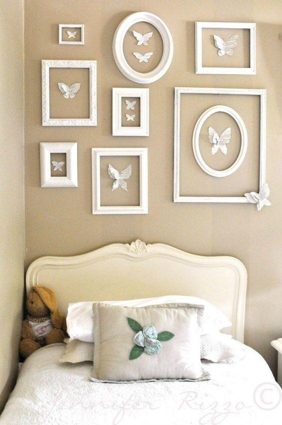 Paredes decoradas com quadros brancos