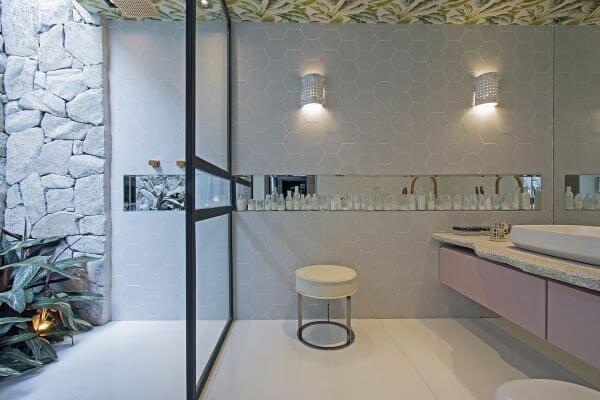 Piso para banheiro simples com pedra