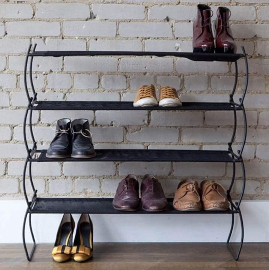 prateleira antiga para guardar sapatos