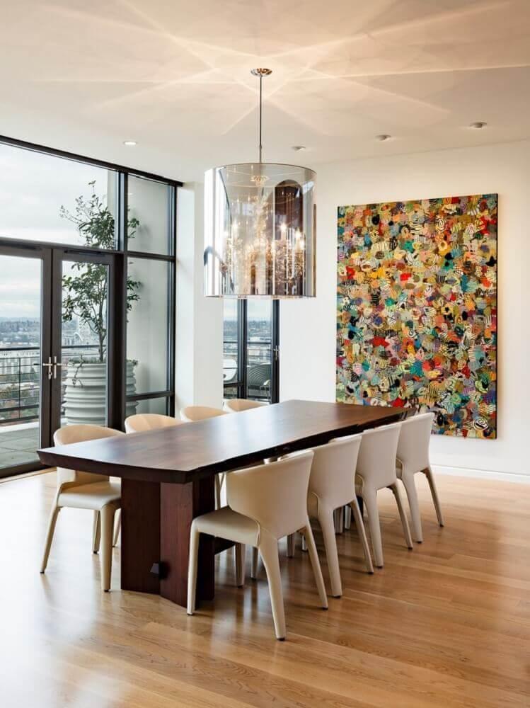 quadro decorativo grande e colorido para sala de jantar decorada em tons claros