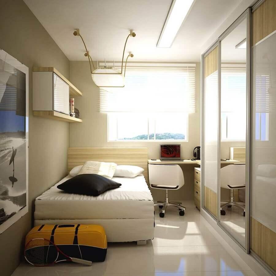 quarto com decoração em tons neutros e guarda roupa solteiro porta de correr
