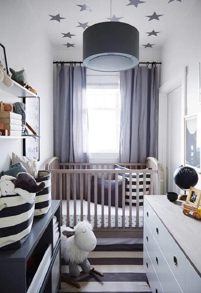 quarto de bebê simples e pequeno