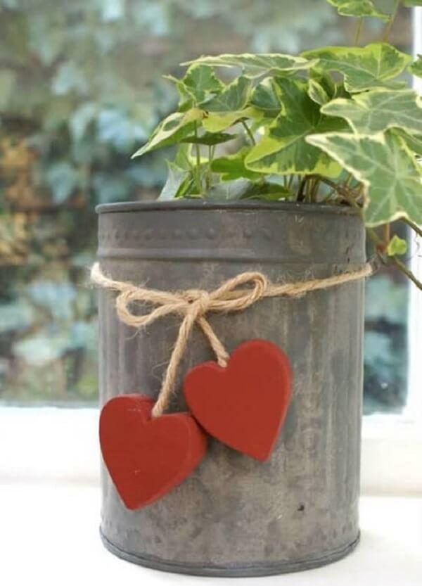 As latas de alumínio podem ser utilizadas como vaso de plantas
