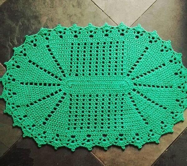 Tapete de crochê oval em tom verde