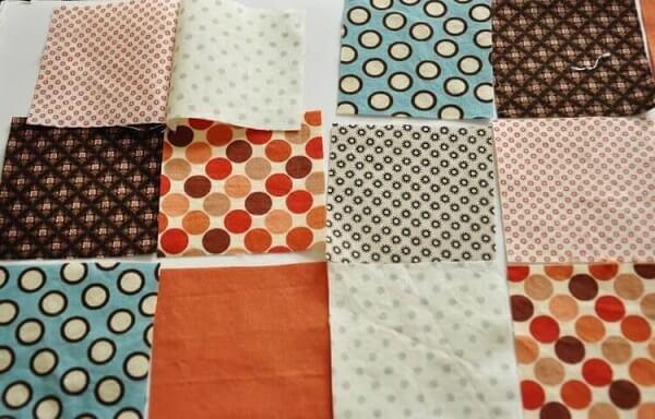 1Retalhos de patchwork costurados em dupla