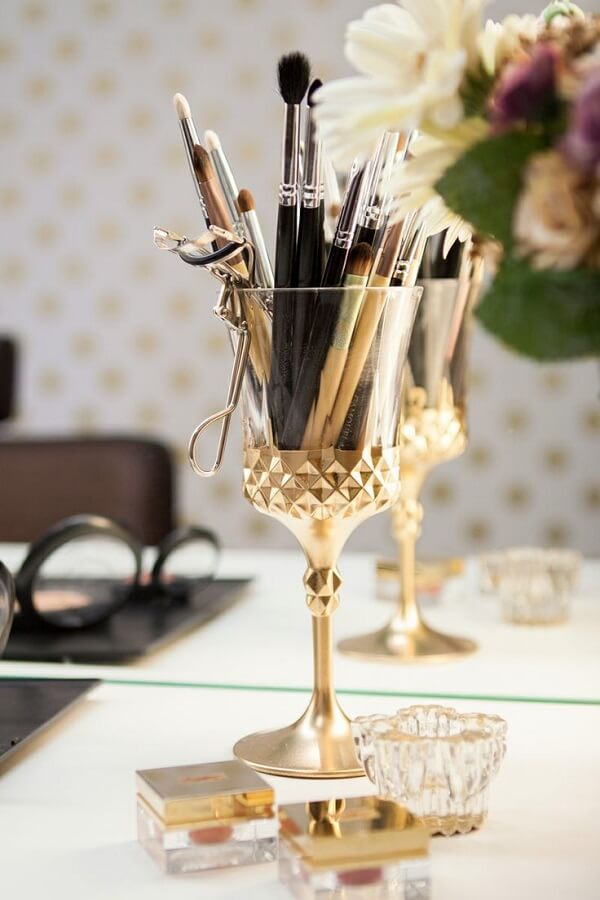 As taças podem auxiliar na organização das maquiagens