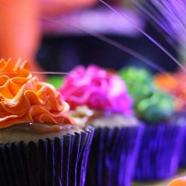 Invista em cupcakes coloridos