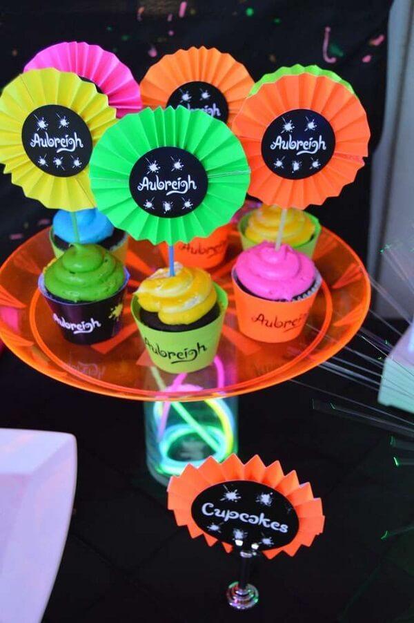 Docinhos decorados para a festa neon