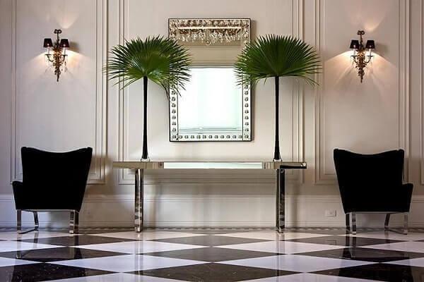 Aparador espelhado em casa moderna