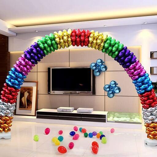 Arco de bexiga colorido com balões metálicos Foto de My Party Universe