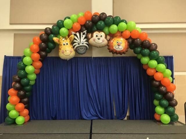 Arco de bexiga com balões de animais Foto de Utah Balloon Creations