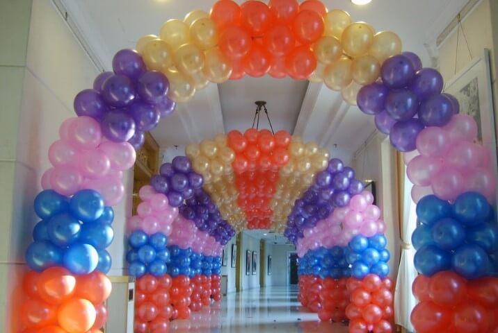 Arco de bexiga no corredor Foto de DH Gate