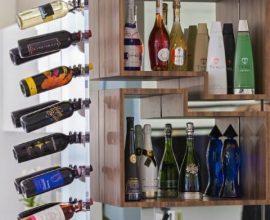 Bar de parede com garrafas em suporte Projeto de Infinity Spaces