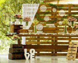 Painel de pallet para festa de casamento rústico