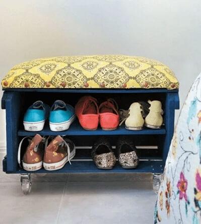 Calçadeira feita de caixa de madeira com estofado Foto de Imóvel Web