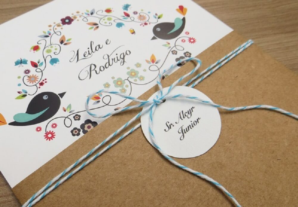 Convite de casamento simples com detalhes coloridos