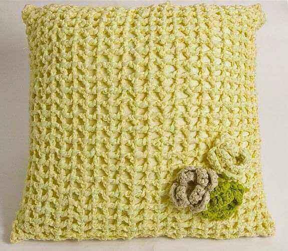 Crochê almofada amarela