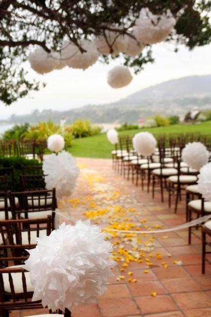 Decoração com papel crepom branco em casamento Foto de Pinterest
