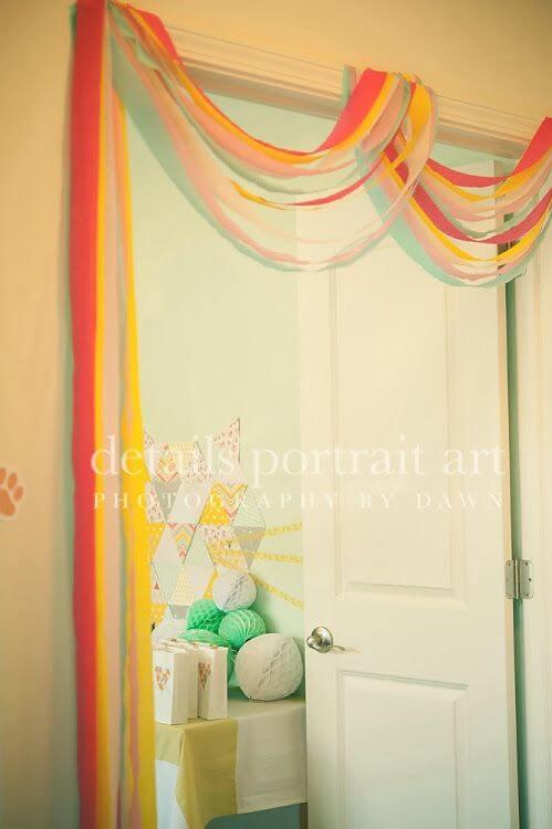 Decoração com papel crepom em portal Foto de Pinterest