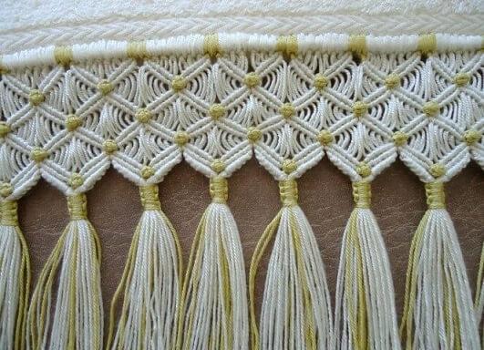 Detalhe de toalha feita com macramê Foto de Pinterest