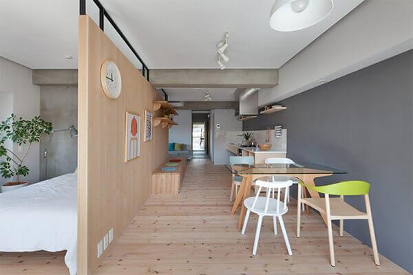 Divisória de madeira em apartamento moderno