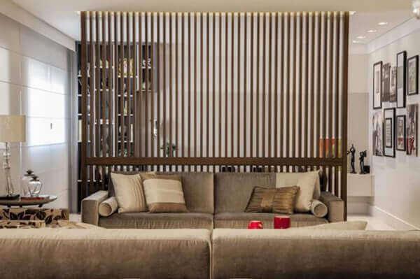 Divisória de madeira em sala