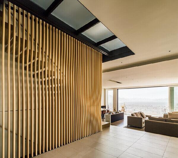Divisória de madeira para decoração de hall de entrada