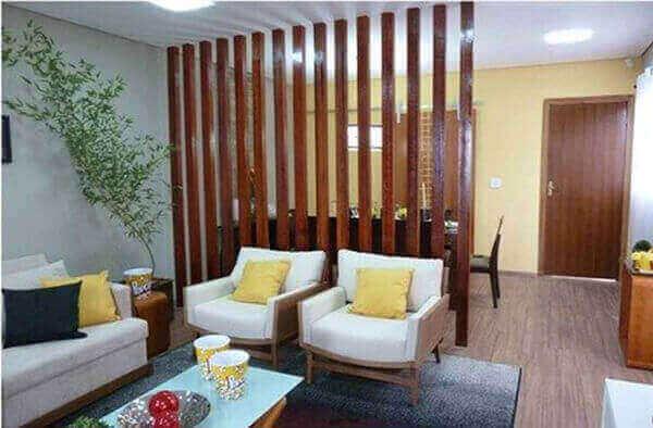 Divisória de madeira separa ambientes