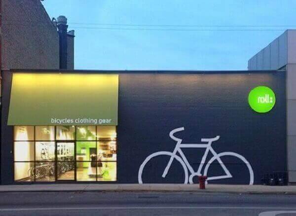 Fachada de loja com desenhos