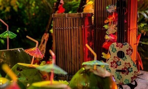 Festa Havaiana decoração com violão