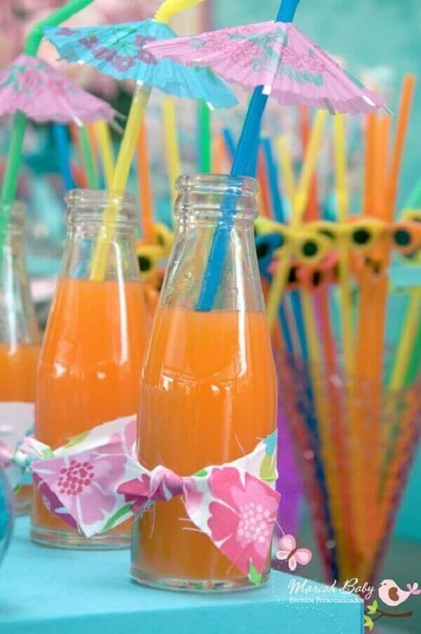 Festa havaiana com bebidas decorada